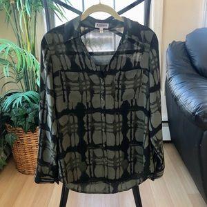🌻 3/25 Item NWOT Express Portofino Shirt